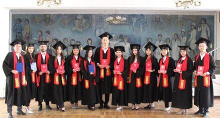 В этом году Медакадемию Кыргызстана закончили 1212 выпускника