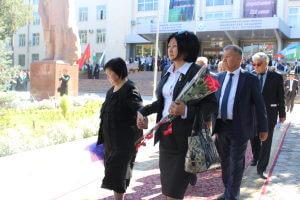 Президент Кыргызстана поздравил коллектив КГМА и представителей медицинской общественности с 110 летием Исы Коноевича Ахунбаева