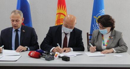 В Медакадемии передана гумпомощь Кыргызстану от Посольства России в КР и ВОЗ