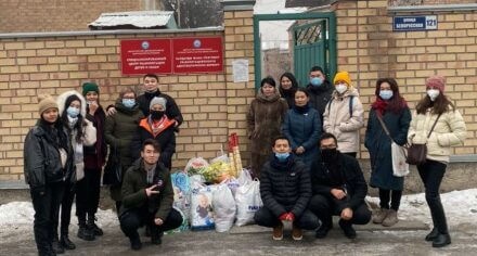 Студенты КГМА посетили детский дом в городе Бишкек