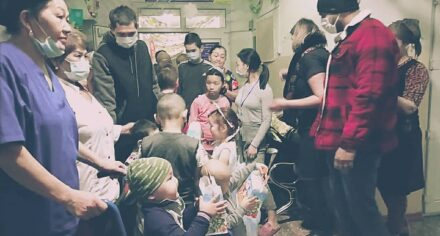 Иностранные студенты КГМА поздравили пациентов детской онкологической больницы